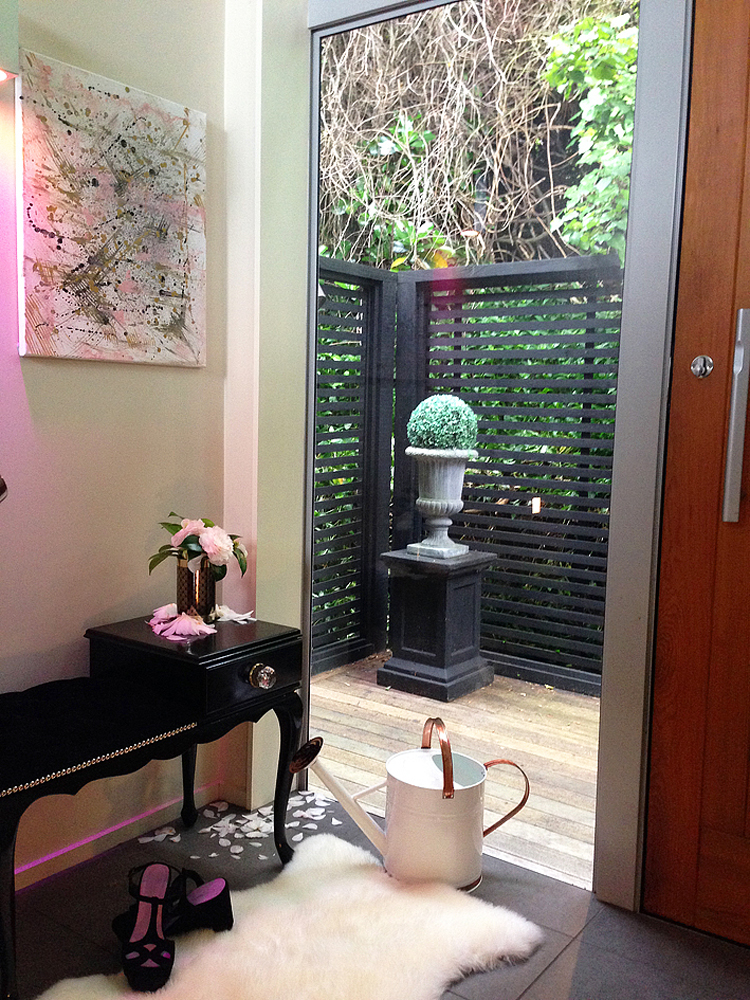 Entrance way nook